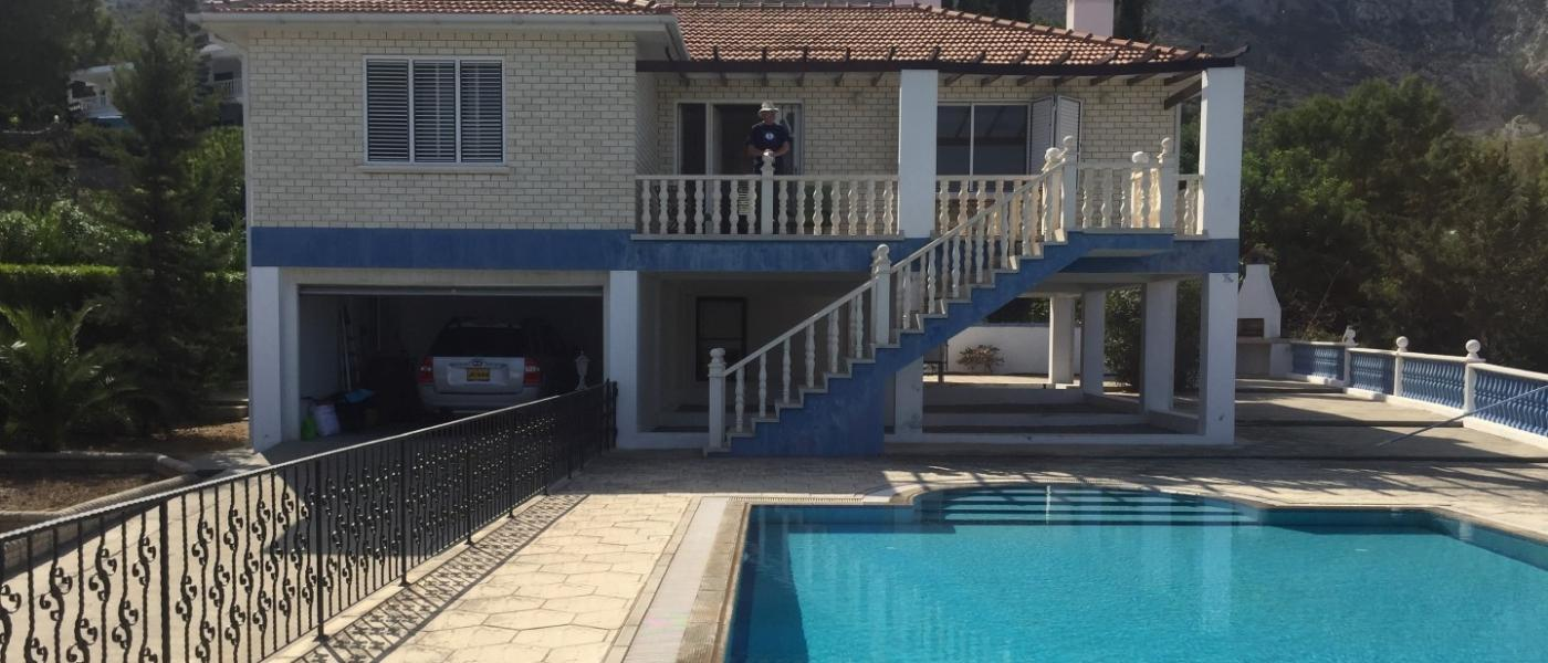 3 BEDROOM PROPERTY WITH SWIMMING POOL